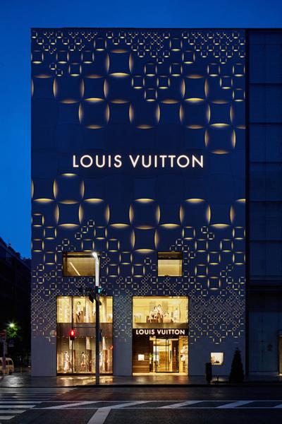 نورپردازی ساختمان در شب تجاری