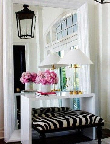 flower in mirror - 8 روش جذاب برای استفاده از گل در محیط داخل خانه
