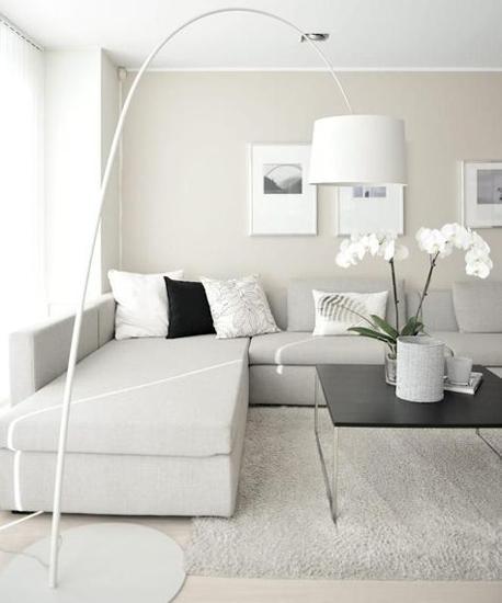sitting room white - 16 نکته طراحی دکوراسیون اتاق پذیرایی